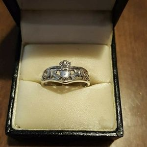 Jewelry - Genuine .925SS CELTIC Claddagh Weave Ring.